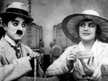 "Charlie Chaplin und Edna Purviance in ""Die Kur"" (© imago/Hollywood Photo Archive)"