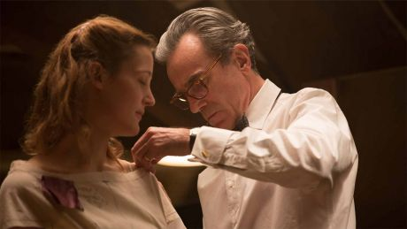 Der seidene Faden (Bild: Daniel Day-Lewis, Vicky Krieps) © Universal Pictures International France