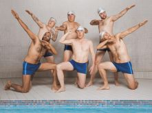 Adeel Akhtar, Daniel Mays, Jim Carter, Rob Brydon und Rupert Graves in Swimming With Men