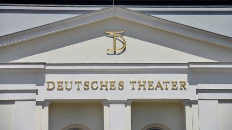 Deutsches Theater spielt ab 10. Juni auf dem Vorplatz
