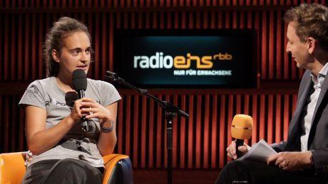 Carola Rackete und Marco Seiffert im Großen Sendesaal des rbb © radioeins / Saupe