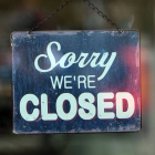 "Schild ""Sorry WE'RE CLOSED"" © imago images / Ralph Peters"