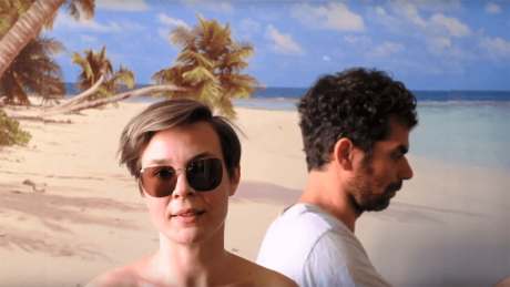 "Moritz Frei und Anne Hoffmann in ""Corona Chronik"" (Screenshot) © YouTube/Die Corona Chronik"